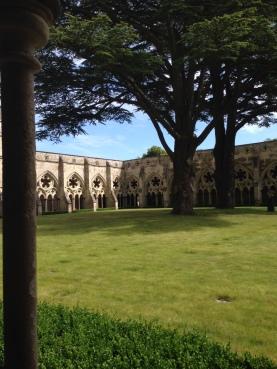Salisbury-Abbey-cloister
