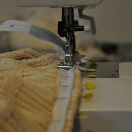 4: sew the zipper on the bottom edge